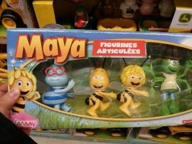 Maya se fait la chenille...